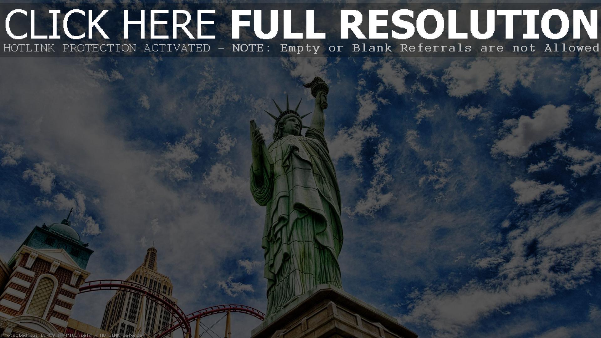 Обои full hd Статуя Свободы под облаками 1920х1080
